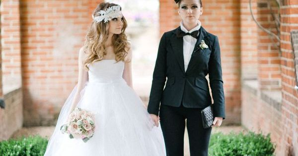 Wedding Gifts For Lesbian Couples: 15 Cute Lesbian Wedding Ideas