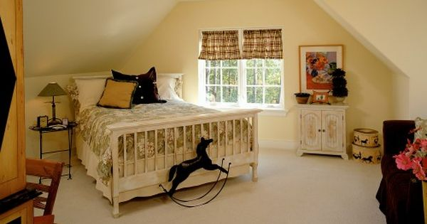 Courtneygahm check out the bed placement in this bedroom for Catty corner bedroom ideas