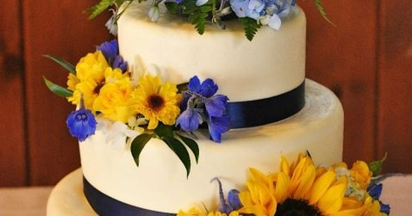 How Much Cake Do I Need For My Wedding: Navy Blue And Yellow Wedding