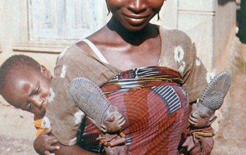 Yoruba woman   Nigeria   Carrying child on her back and ... Yoruba Tribe Twins