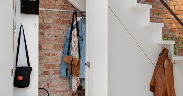 quel meuble sous escalier choisir armoire sous pente rangement escalier et am nagement sous. Black Bedroom Furniture Sets. Home Design Ideas