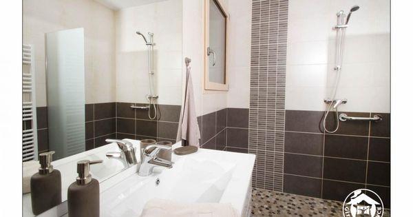 Salle de bain marron beige galets douche l 39 italienne g te sous les tilleuls st vincent la for Salle de bains douche saint paul
