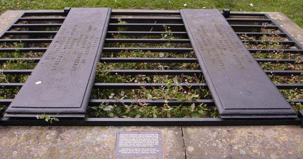 mortsafes cemetery mortsafes grave cages pinterest. Black Bedroom Furniture Sets. Home Design Ideas