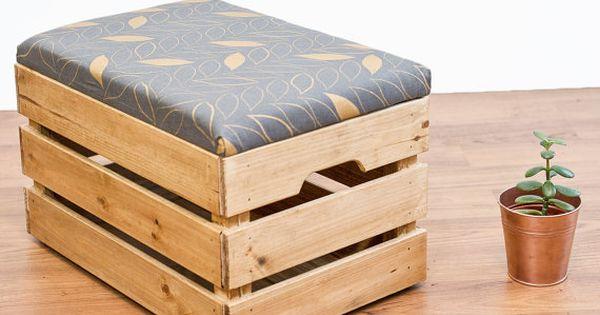 Upcycled apple crate pouf pouf seat bo te de rangement avec la main de l 39 cran anthracite - Caisse apple ...