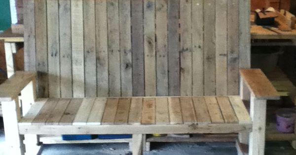 Recycled pallet bench DIY? Free pallets on Craigslist everyday!