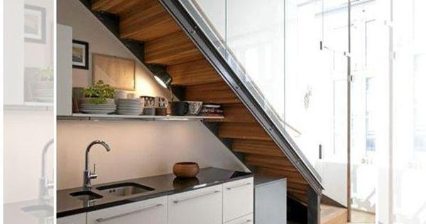 Escalera con cocina debajo fuente de la imagen for Escalera cocina