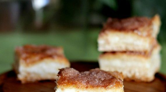 Sopapilla Cheesecake Bars {Cookies and Cups blog}