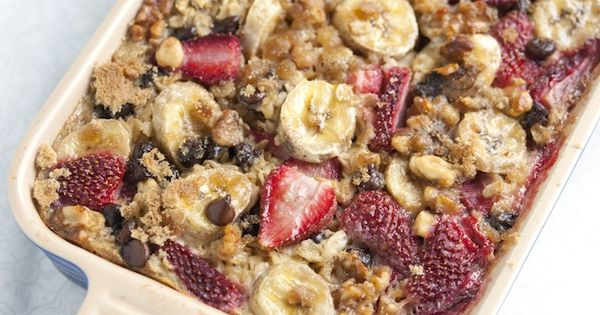 Baked Oatmeal with Strawberries, Banana and Chocolate - Baked Oatmeal Recipe Video...