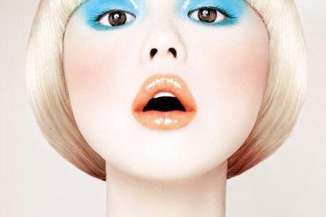 Blue eye shadow - orange lips