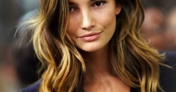 lily aldridge hair waves | ombre brunette and blonde wavy hair lilyaldridge