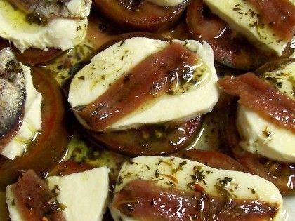 Montadito de tomate mozzarela y anchoa tapas for Mozzarella canape
