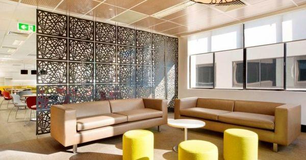 raumteiler ideen wohnzimmer : die grüne trennwand passt perfekt, Wohnzimmer