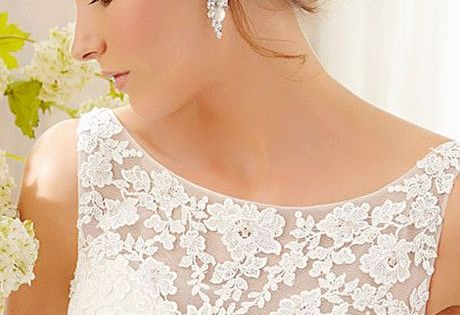 lace wedding dress, wedding dress, gorgeous!!! Shes like a queen,i love the