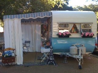 Joie De Vivre 1957 Jewel Of The Sisters On The Fly Love The Curtained Living Room Liking The Scal Glamping Trailer Vintage Camper Junk Chic Cottage