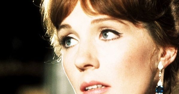 Julie Andrews 77 Years Of Fabulousness Julie Andrews Actresses And Celebrity