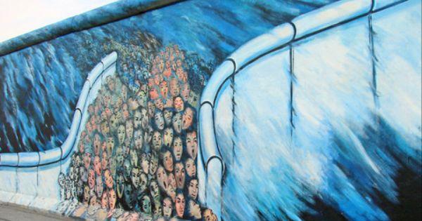 חומת ברלין גלריית הצד המזרחי קטע גדול ושלם של חומת ברלין כ 1 3 קילומטר אפשר למצוא ממזרח למרכז העיר לאורך נהר השפרה ק City Trip Berlin Art Places To Visit