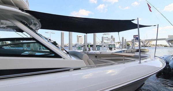 Boston Whaler 420 Outrage The Entire Bow Area Can Be Shaded With This Optional Bow Sun Shade We Highly Recommend This Awning A Boston Whaler Boat Covers Boat
