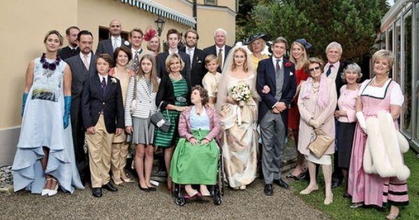 Die Offiziellen Hochzeitsfotos Des Brautpaares Prinzessin Maria Theresia Von Thurn Und Taxis Und Hugo Wilson Bild Sabine Brauer P Braut Hochzeit Brautpaar