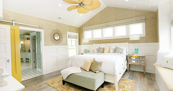 Love the beachy theme of this bedroom. Especially love the floor, the