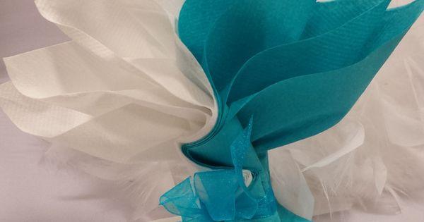 mariage bleu et blanc fleur exotique pliage serviettes de table pinterest mariages en bleu. Black Bedroom Furniture Sets. Home Design Ideas