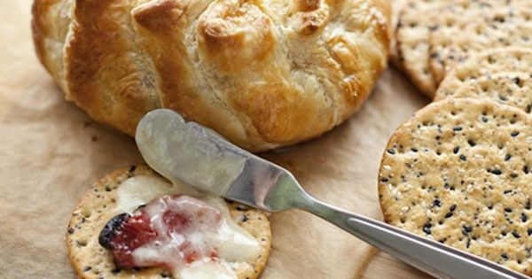 Baked brie with sun-dried tomatoes and thyme | Sweet and savory ...