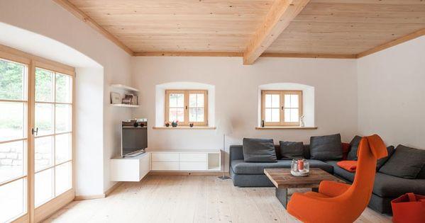 Wohnzimmer im bauernhaus mit altholz und bodentiefen - Klassische wohnzimmer ...