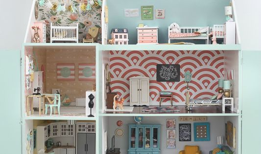Just about the cutest dollhouse I have ever seen, made by craftiness