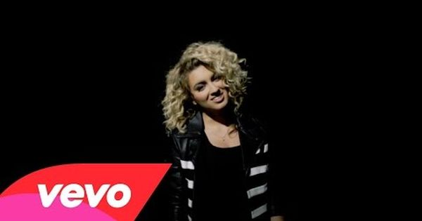 Wcw Tori Kelly And Her Beautiful Empowering Song Unbreakable