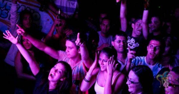Es La Fiesta In San Jose Costa Rica Ellos Son Muy Emocionado Youtube Music Concert