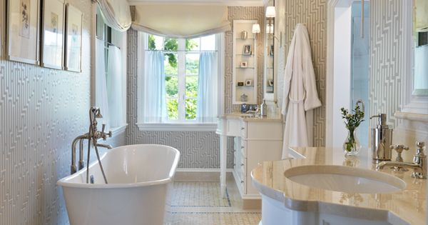 Dream tub and oh that ceiling!