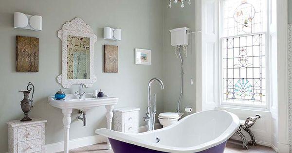 baignoire de couleur pour relooker et embellir votre salle de bains belle chic et mauve. Black Bedroom Furniture Sets. Home Design Ideas