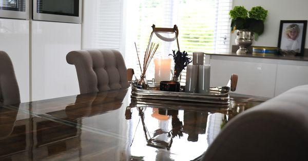 Donker grenen tafel van gebruikt hout afgewerkt met epoxy in hoogglans kleur custom made - Kleur corridor ...