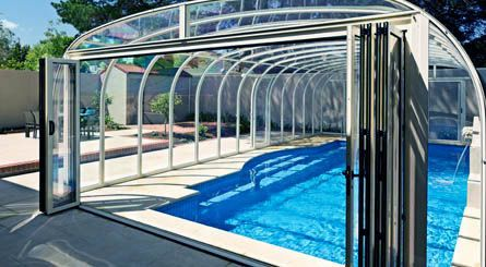 By Enclosing The Pool You Can Enjoy The Outdoors While Still Having The Relaxation Of Indoor Living A Swimming Pool Enclosures Pool Enclosures Swimming Pools