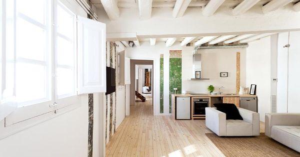 Plafond avec poutres apparentes peintes en blanc deco for Salon poutre apparente