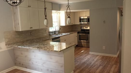 Trafficmaster Lakeshore Pecan 7 Mm Thick X 7 2 3 In Wide X 50 5 8 In Length Laminate Flooring 24 17 Sq Ft Case 35947 The Home Depot Flooring Mobile Home Kitchen Cabinets Latest Kitchen Designs