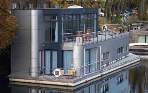 houseboat4 architecture pontoon house on water houseboats floating houses pinterest. Black Bedroom Furniture Sets. Home Design Ideas