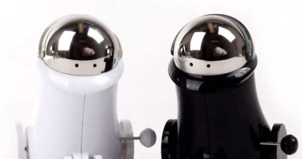 Wind Up Robot Salt Pepper Shakers Passing The Salt Just Got Way More Fun For The Home