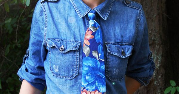 Denim shirt with Floral tie - #androgynous #fashion #floral #forest #denim | See more about Floral Tie, Denim Shirts and Ties.