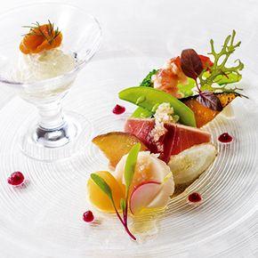新浦安駅より徒歩1分 オリエンタルホテル 東京ベイでの披露宴のお料理は フランス料理 和食 和洋折衷とお選びいただけます 選びぬかれた素材の美味しさで こころ温まる饗宴をご堪能いただけます シーフード前菜 寿司のレシピ キュリナリーアート