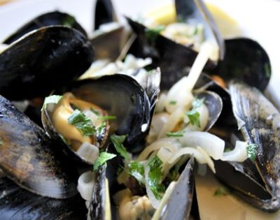 Steamed Mussels Recipe with White Wine Broth | Recipe ...