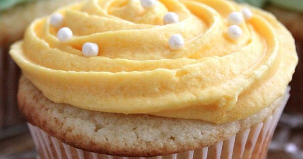 Luscious Lemon Cupcakes with Lemon Yummy Cupcakes