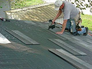Installing Ordinary 3 Tab Shingles On A Garage Roof A Serious Project But Within The Grasp Of Most Hand Asphalt Roof Shingles Garage Roof Installing Shingles