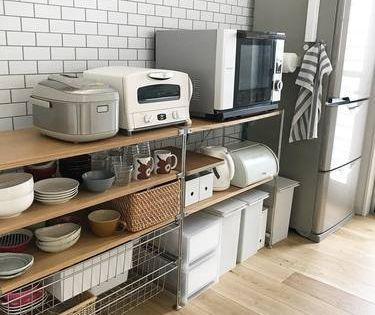 狭いキッチンの電子レンジの置き場所とコンパクトなレンジラック