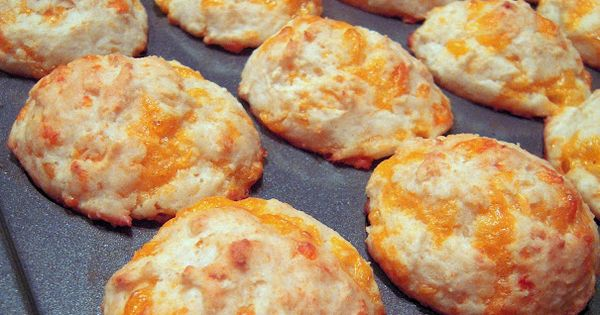 Better than Red Lobster Cheesy Biscuits. SO SIMPLE TO MAKE!Better than Jim
