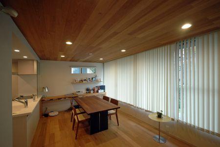 床仕上げより重要 天井リフォームのデザイン リビング 木目 リフォーム 天井 家