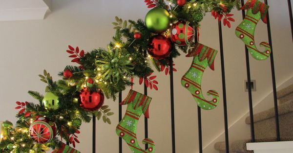 christmas decorations stairs banisters