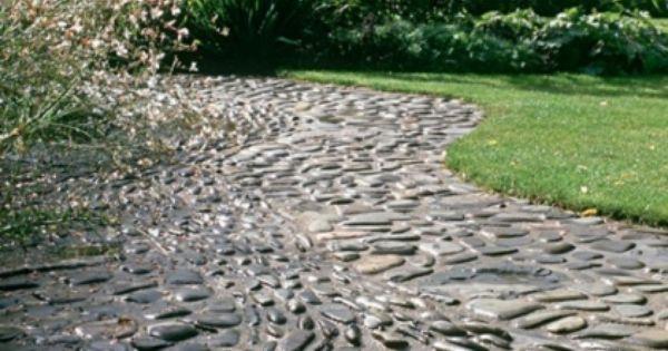 Comment d corer une all e de jardin avec des galets - Comment decorer sa terrasse ...