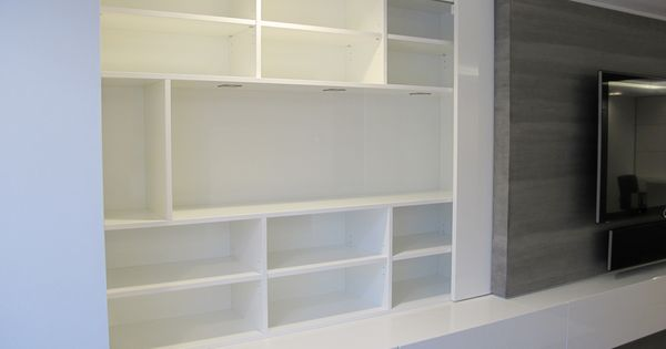 tv mediam bel mit schiebet ren und vitrine ge ffnet oberfl che hochglanz lackiert. Black Bedroom Furniture Sets. Home Design Ideas
