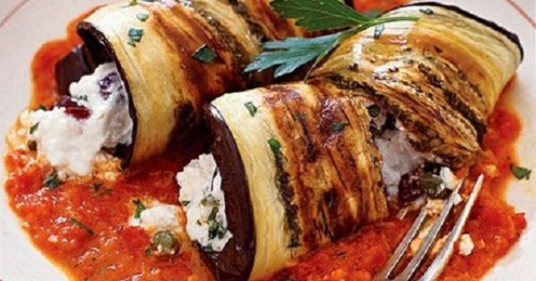 Exquisite greek cuisine aubergine cannelloni stuffed with for Cuisiner aubergine