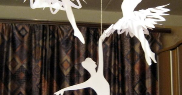 DIY snowflake ballerinas! Link is NOT in English. But the instructions are
